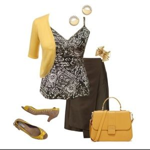• {Express} Brown & White Paisley Top